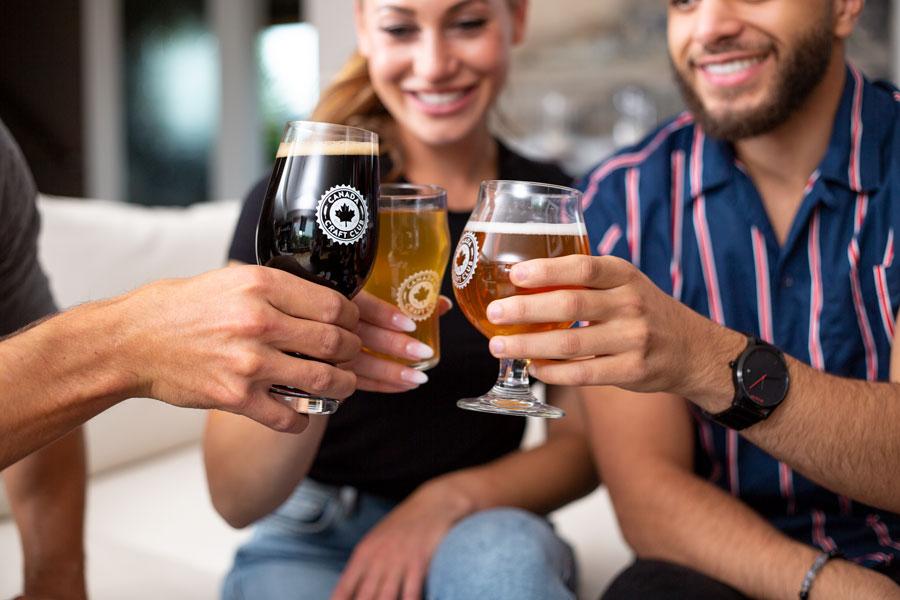 Three people cheersing beer